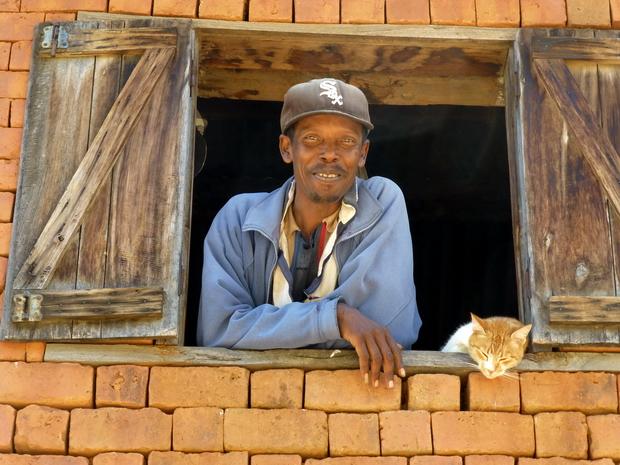 portrait homme à la fenêtre