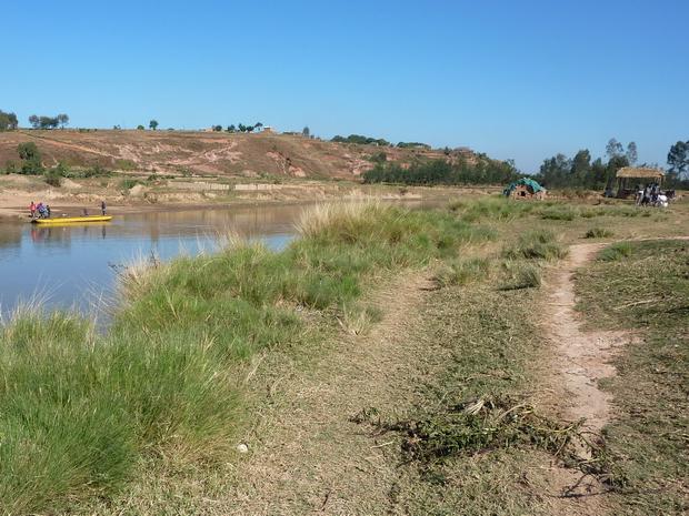 au lieu dit Manampatrana traversée de l'Ikopa en lakana