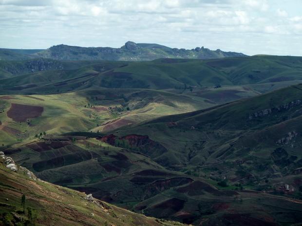 Massif Ambatomanjakabe du sommet d Andranotelo
