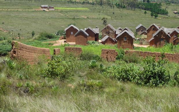Village ceinturé par le tamboho
