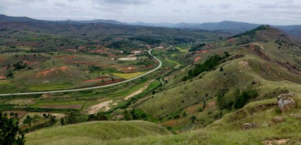 sentier à pied le massif Ambatomizaza