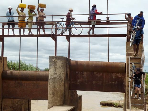 traversée de la Sisaony à hauteur de Ambohinaorina