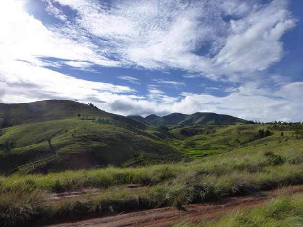 les sommets du massif Ambohimiangara