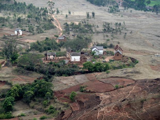 charmantes petites maisons protégées par le fossé