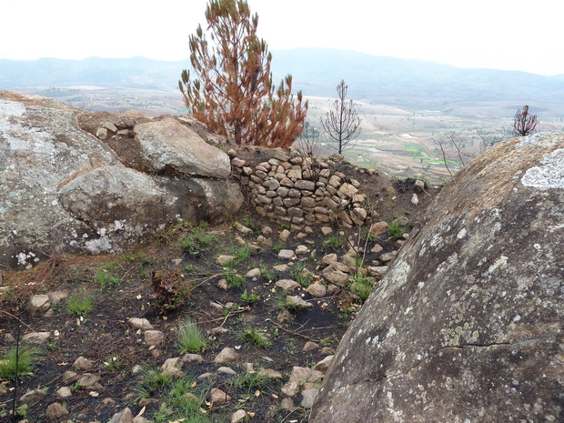 sommets fortifiés vestiges murailles