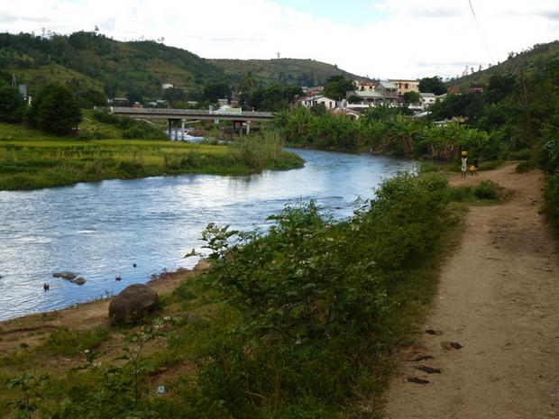 Arrivée village Ampefy, pont Lily