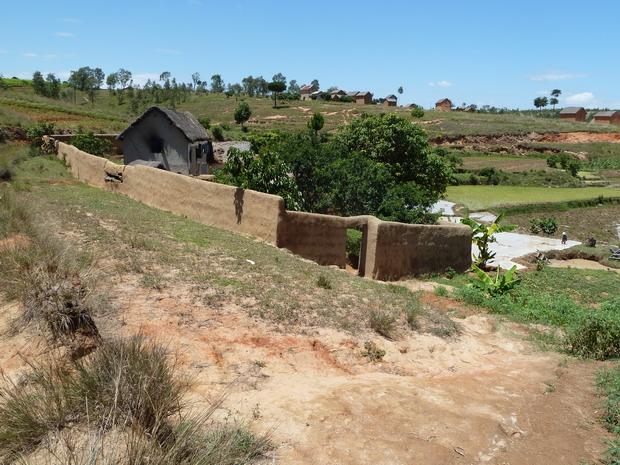 Tamboho ceinturant la maison, village Amaribe