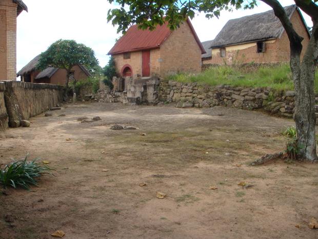 tombeau d' Andriatsihify village d' Amboasary