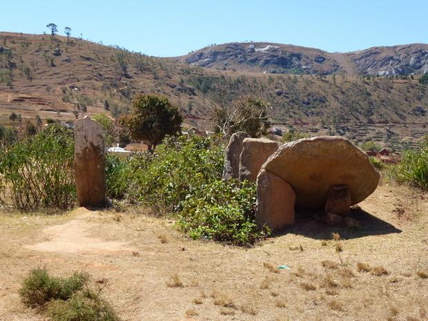 Ancienne entrée vavahady disloqué du village de Bejofo