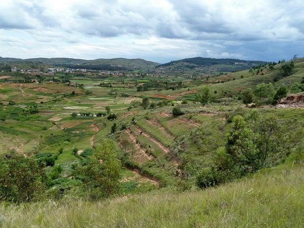 les villages Antanetibe Mahazaza nous suivons la vallée vers Mahitsy