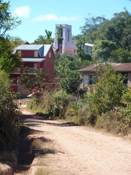 Ambohidrano et son église caractéristique