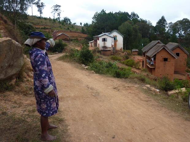 charmant petit village de Ambohimarina encore dans sa forêt de pins
