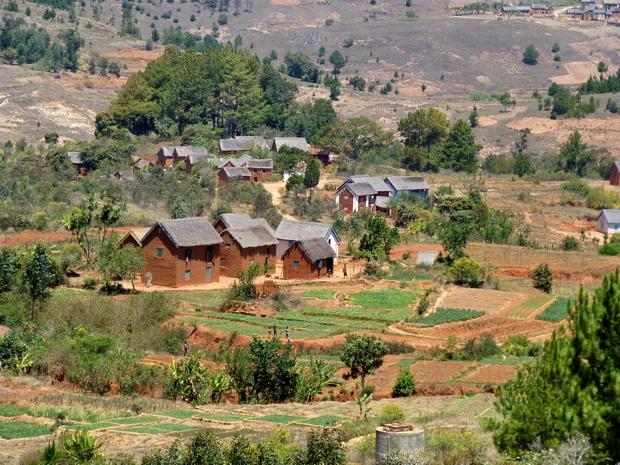 Maisons traditionnelles au toit de bozaka (herbe)
