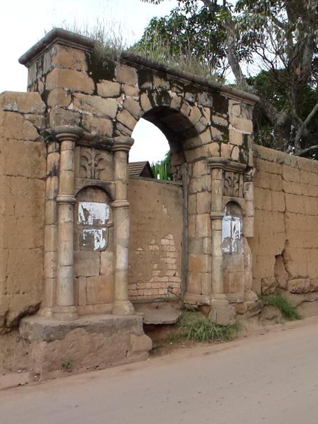 Porte entrée ancienne propriété bourgeoise