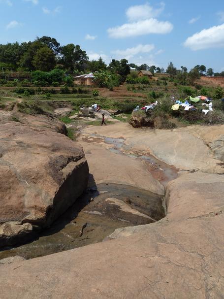 Jour de lessive à Ambohimanandrainina