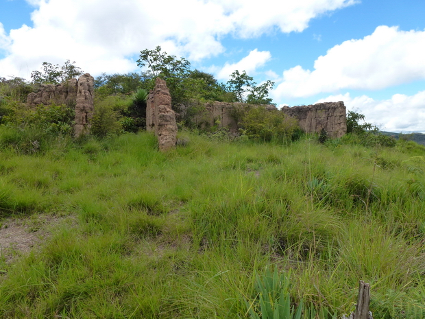 vestiges d' anciennes habitations