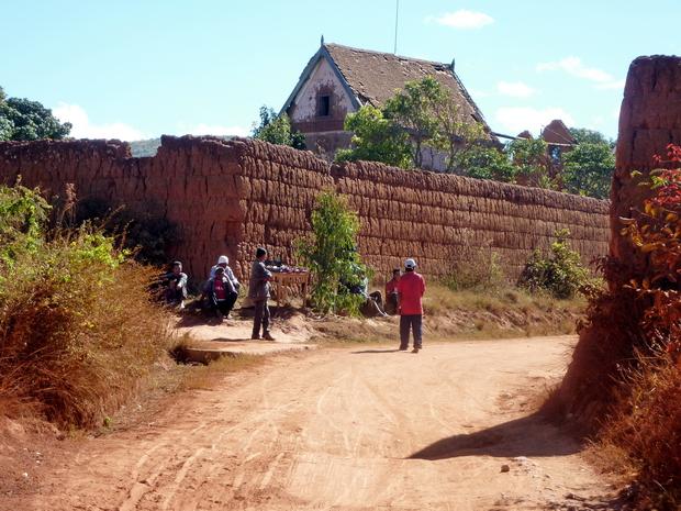 """mur de terre """"TAMBOHO"""""""