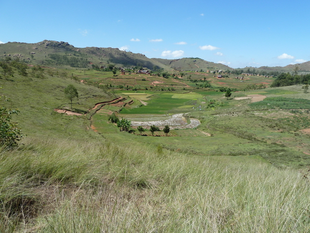 village Antsahamarivo<br>les sommets Ambatomalaza, Sambaina, Ambohitsoa