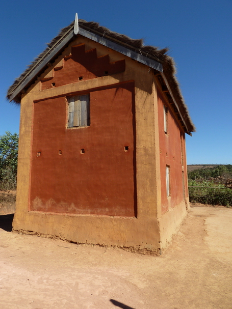 village d' Atsoina : les couleurs de la terre toujours omniprésentes