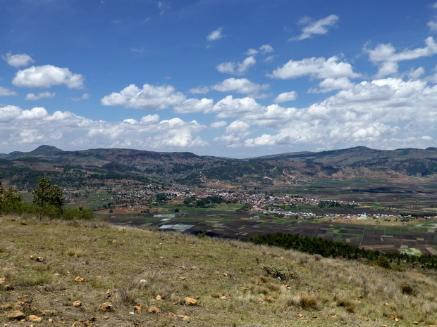 du sommet massif Tapoketsa plaine de Faratsiho