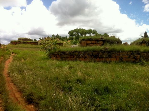 tombeaux du village Ambohitsimeloka