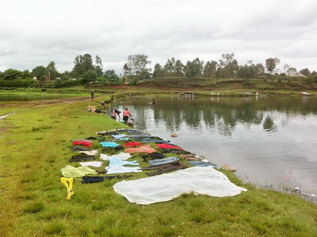 lessive sur le lac