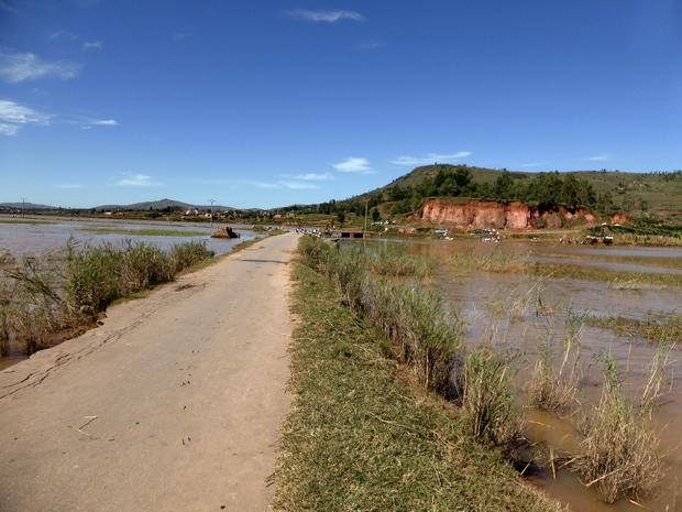 inondations mars 2015 digue vers Manjaka
