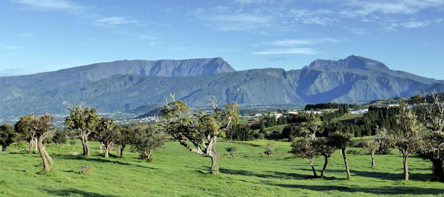 île de la Réunion : le piton des neiges pris de Notre Dame de la Paix