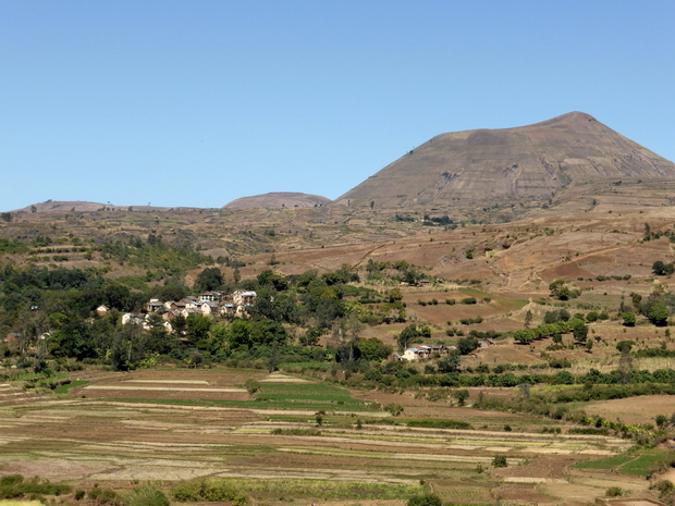 tour du massif Miaramasoandro village Analakely