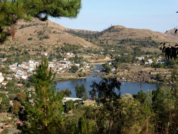 Rando Trek propose ce petit circuit de 6 km qui domine le lac Kavitaha