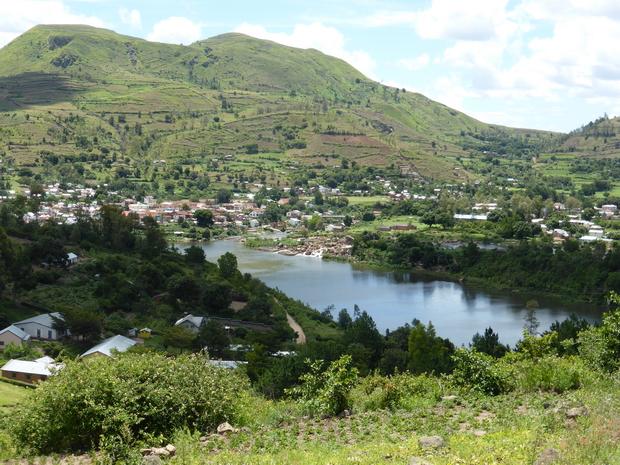 lac Kavitaha du sommet de la Montagne de la Résidence: le massif Ampahatrarivo