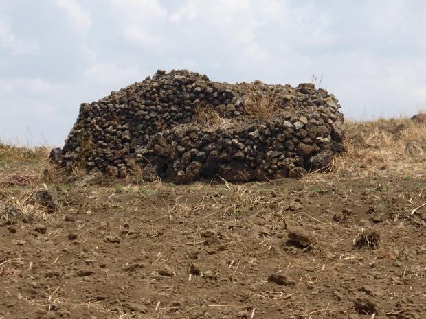 Gassige : Amoncellement pierres volcaniques