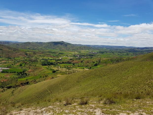 Au nord la RN 1 village de Mandrevo et Antanetimboahangy
